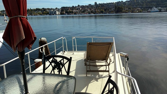 Knotty Buoyz house boat with view of Lake Union