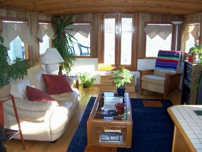 Heart & Sol houseboat living room