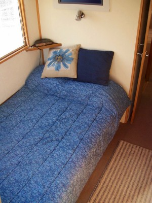 Spindrift house boat bedroom