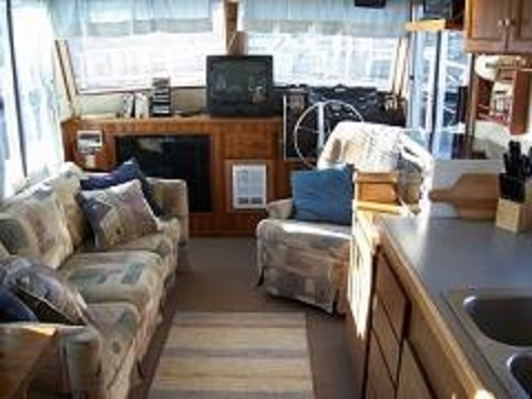 Spindrift houseboat living room